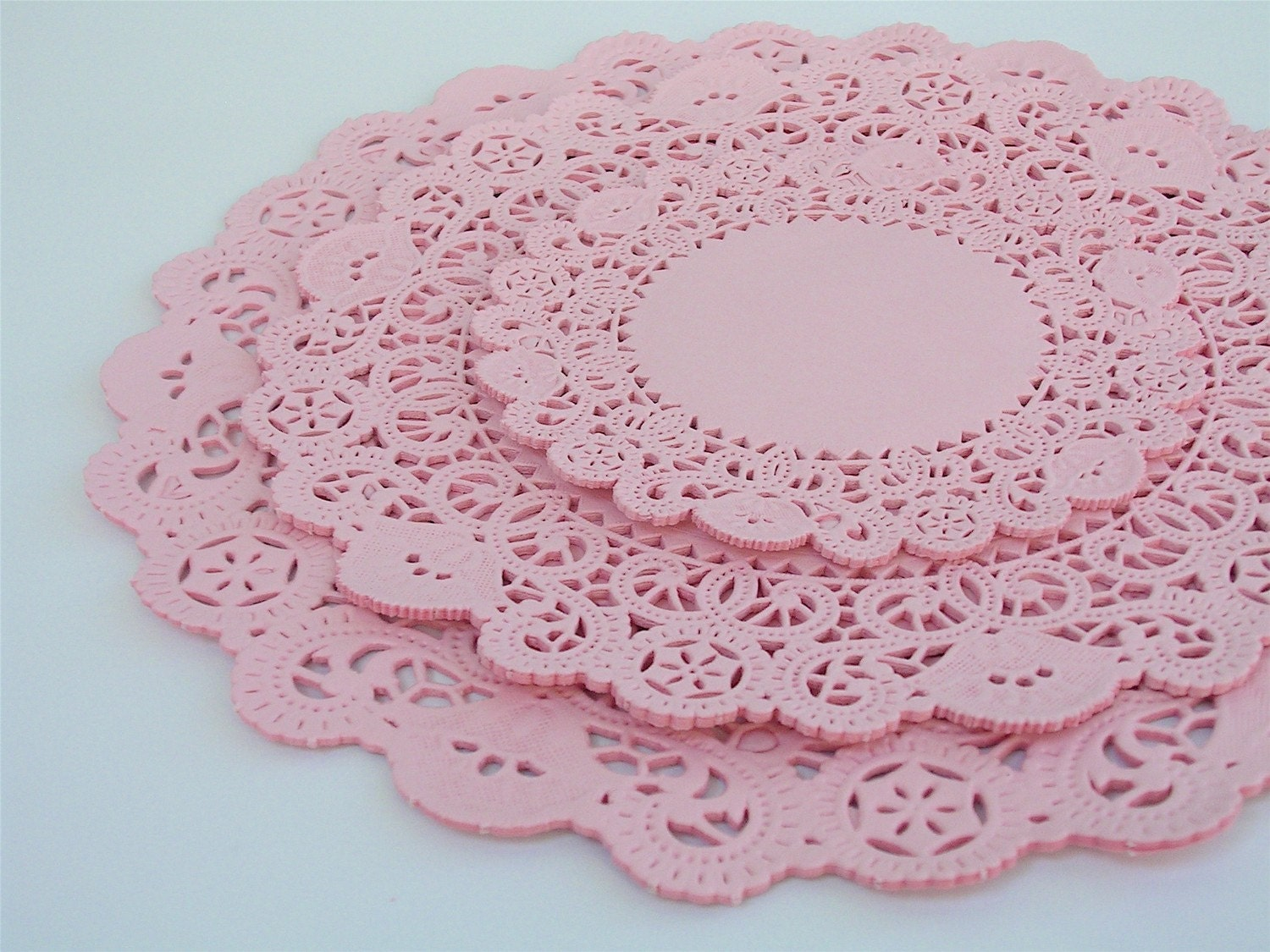 36 assorted light pink circle paper doilies
