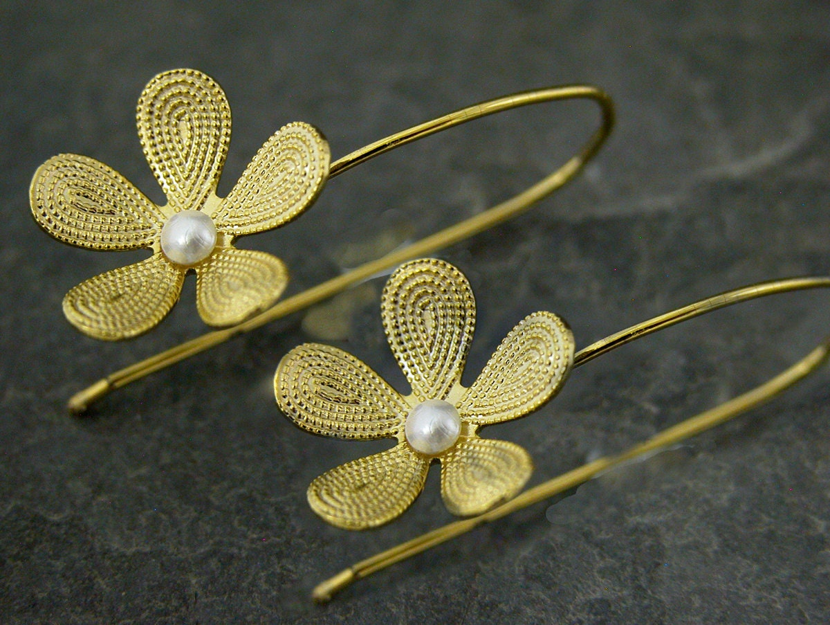 White LilyGold Filigree Flower Earrings With by gazellejewelry
