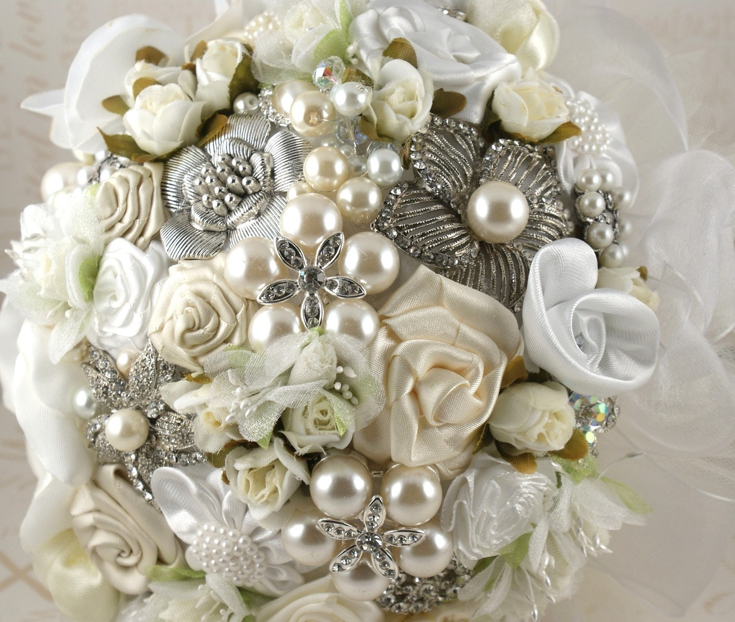 Brooch bouquet for wedding...which to choose? Or go back to fresh flowers? :  wedding Il 570xN.228935543.jpg