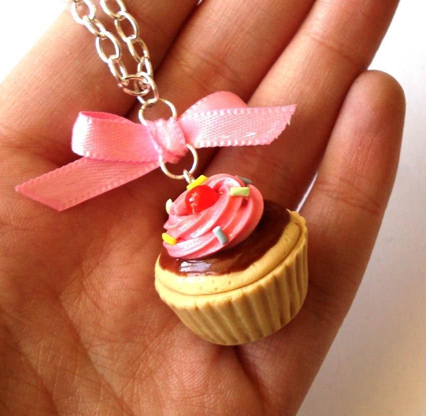 Big Cupcake Necklace