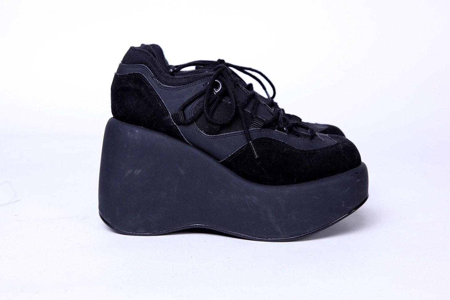 90s deadstock black platform sneakers 7 5 by tarantulasisters