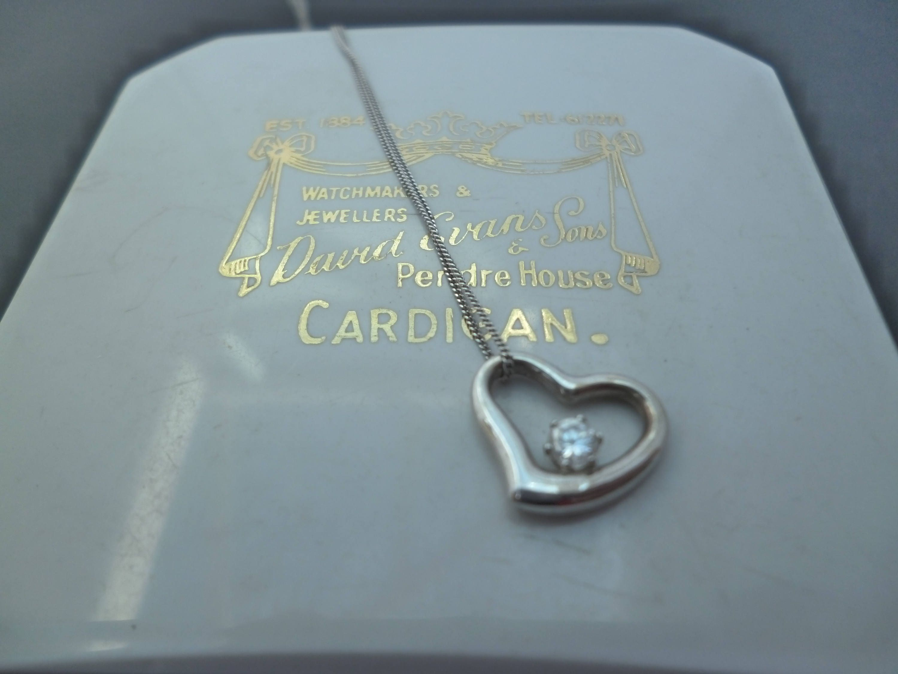 A stunning white gold and diamond heart pendant necklae  375  9 ct gold  16 necklace