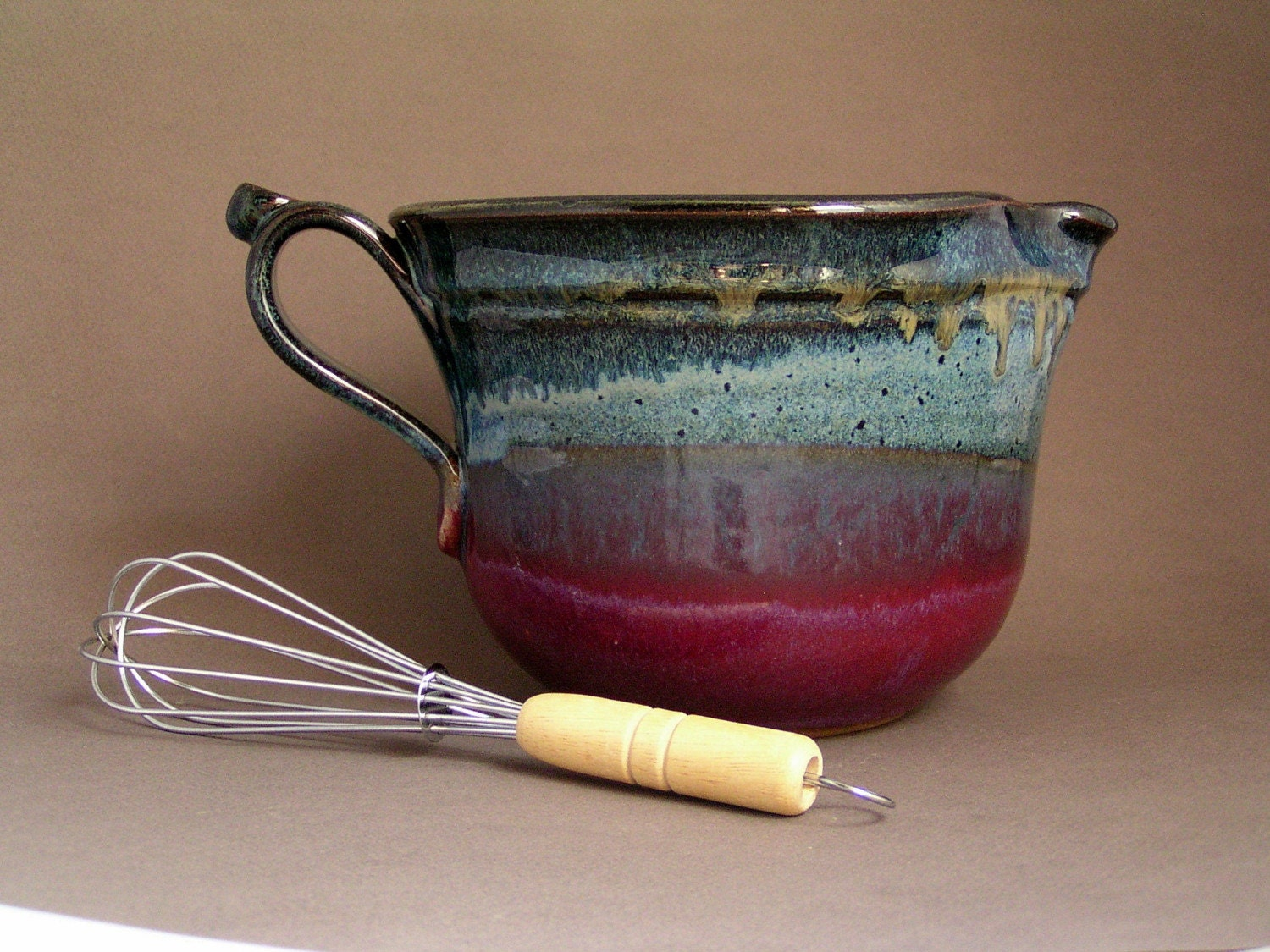 Medium Mixing Bowl with Whisk