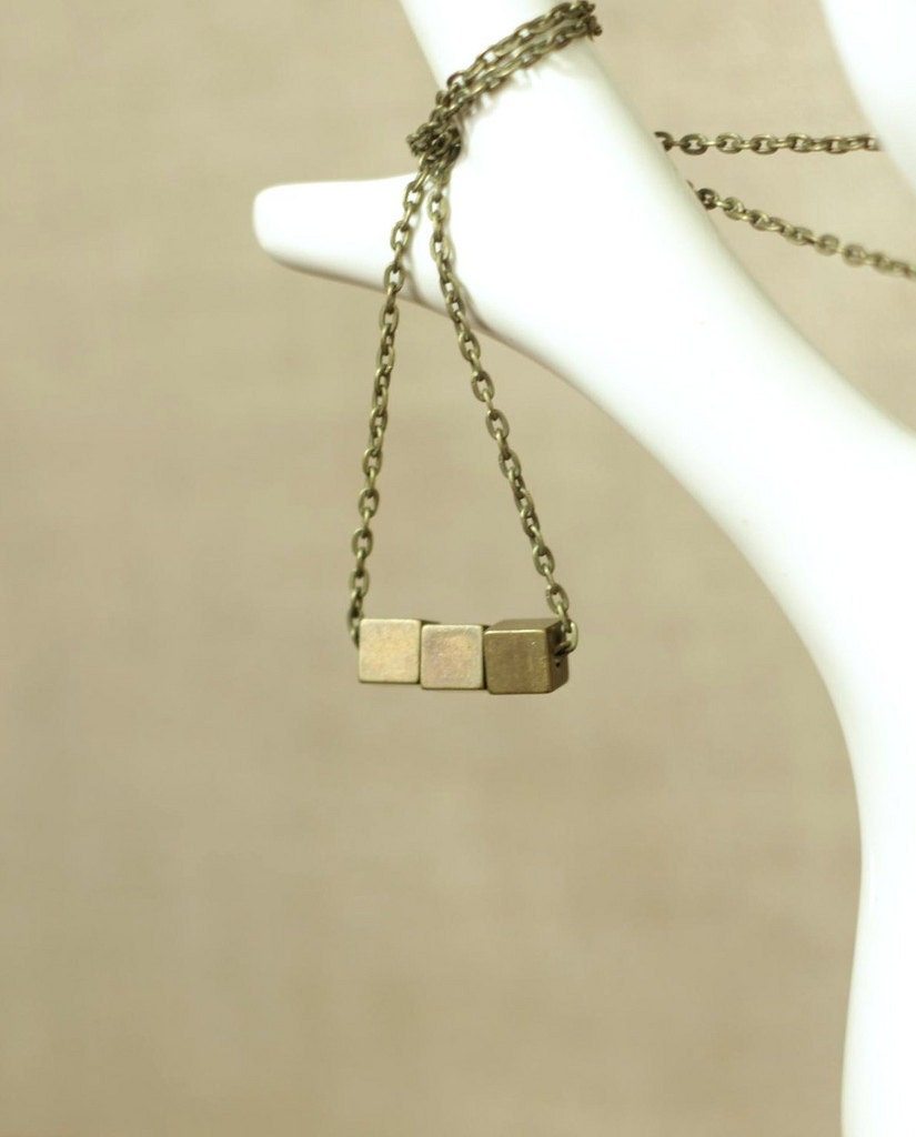 minimal cube statement necklace