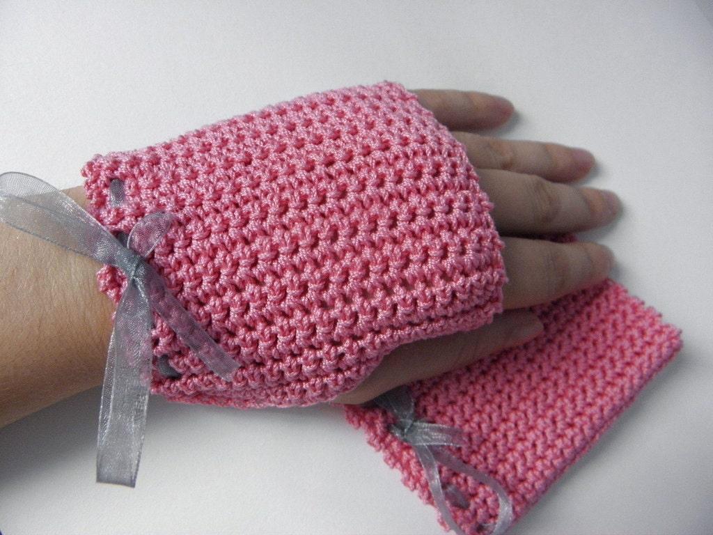Fingerless crocheted of pink cotton