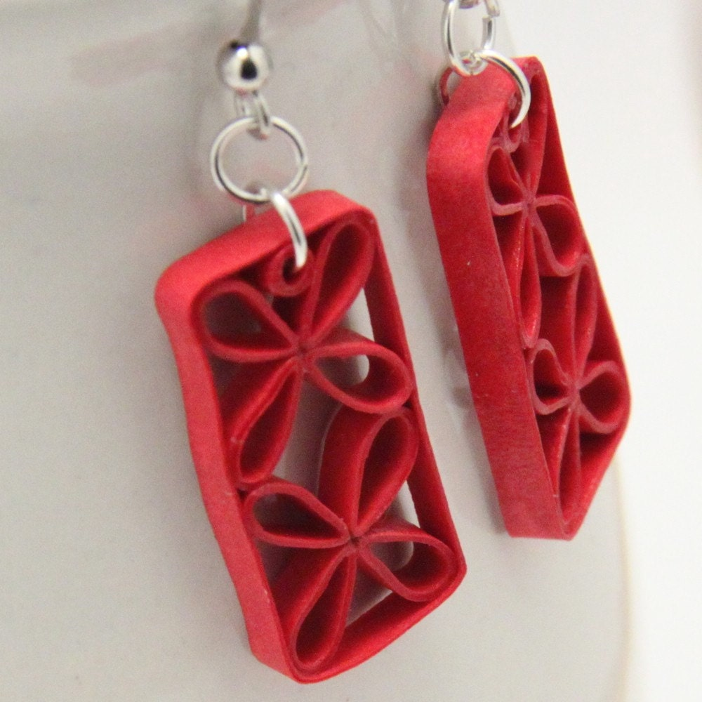 Red Floral Lattice Paper Quilled Earrings