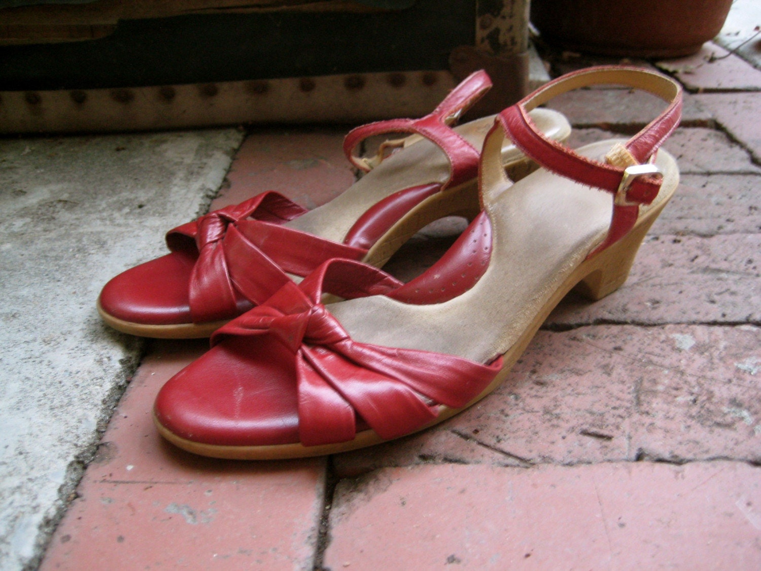 vintage red leather knot wedge granny sandals. 8.