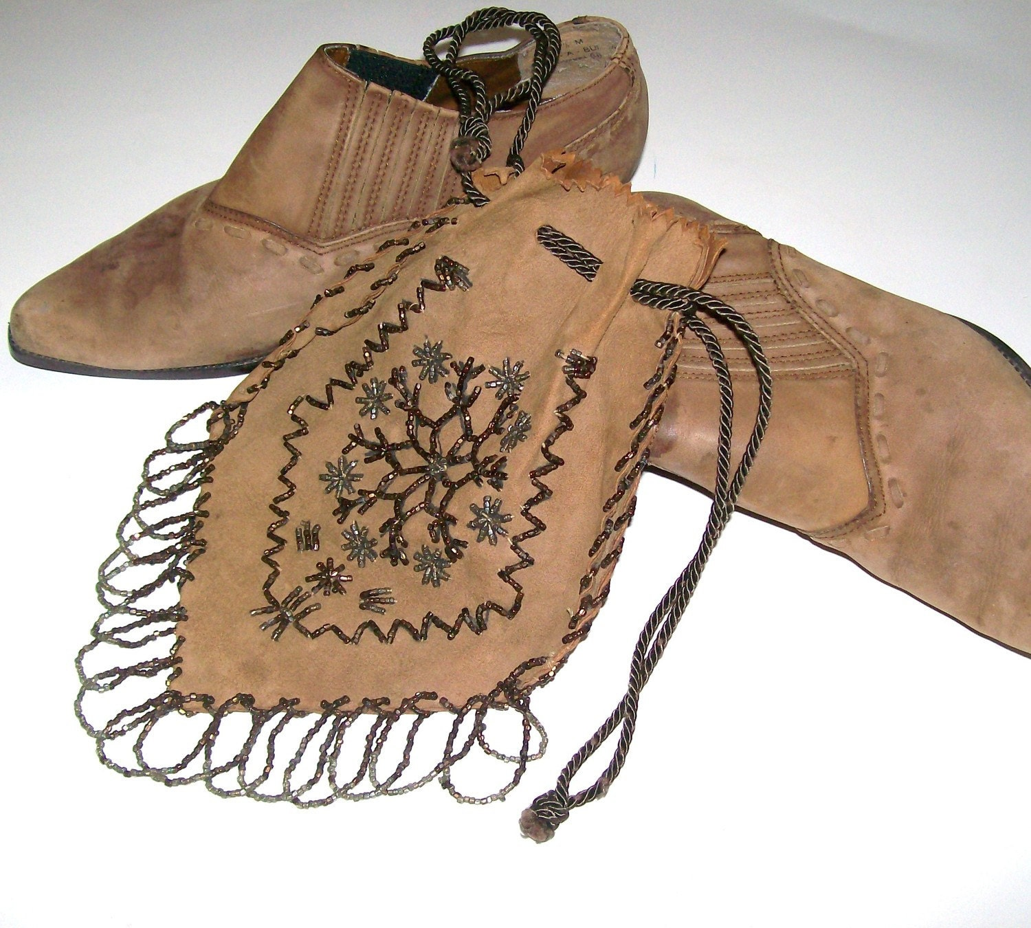 Vintage Tan Suede Boots Southwest Santa Fe Style American Cowgirl Boho URban Chic / Suede Drawsting Purse Size 7 1/2 M