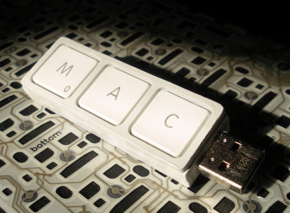 White Key 4GB USB