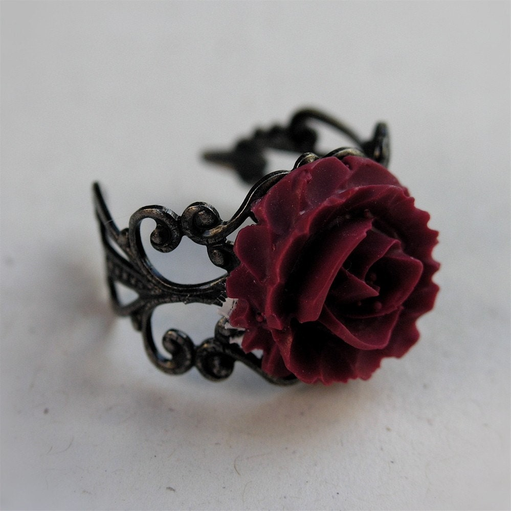 A Red, Red Rose Ring - Victorian Era