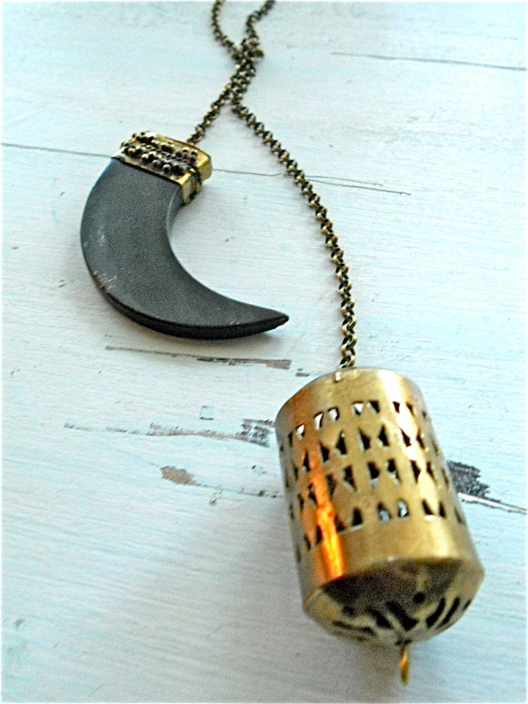 Shun Horn Lariat Necklace