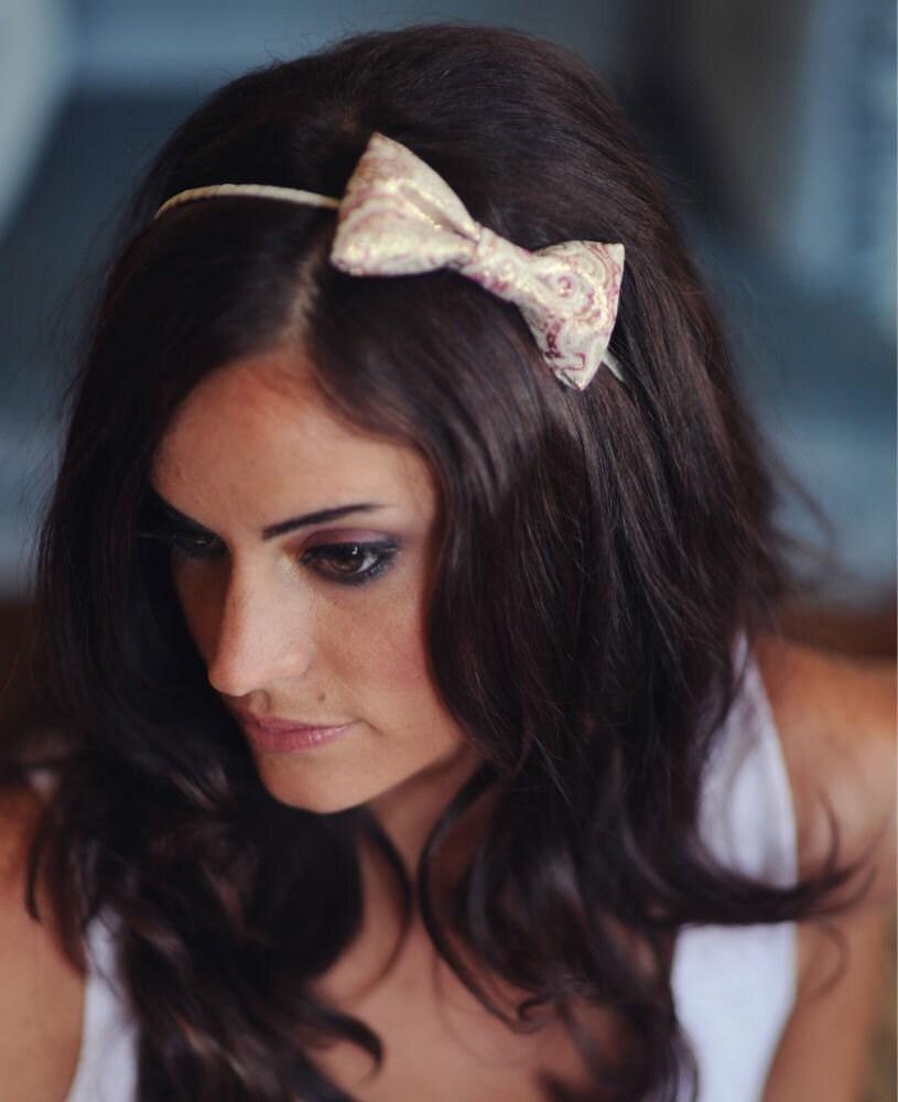 Meredith - Classic Shimmery Bow Headband - cabeça de Prata