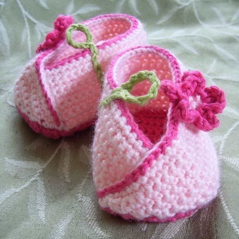 The Sunroom: Loving Hands Crochet Baby Shoes Charity Pattern