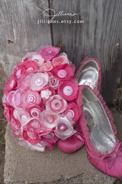 JILLIANNS 50 Strand Hot Pink and more Button Bouquet