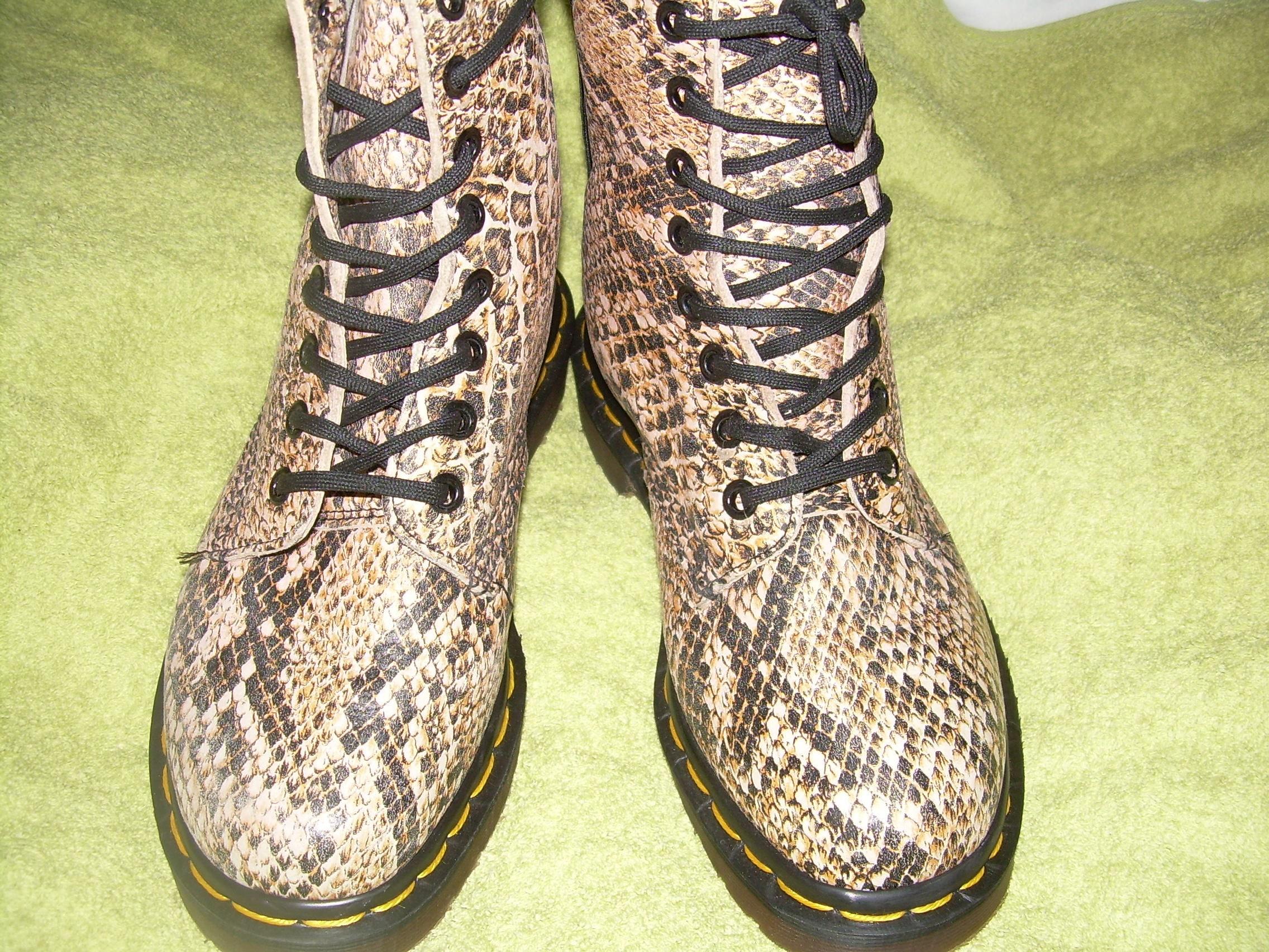 UK 3  Dr Martens boots  good as new  EU 36  US L 5  genuine vintage retro shoes