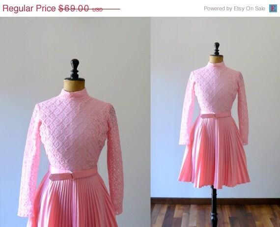 3 DAYS 40% OFF - Vintage 1960s dress. 60s pink pleated skirt mini dress - BottegaVintage