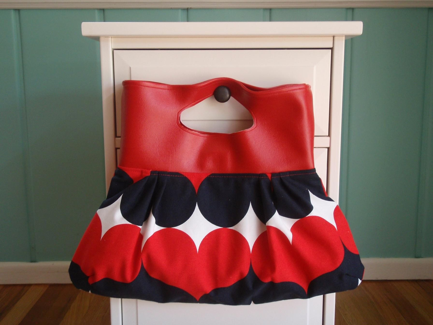 Etsy :: handsfullcreations :: The Peggy Sue Handbag - Queen of Hearts Print from etsy.com