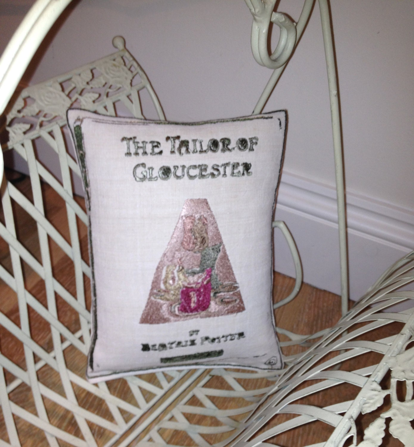 The Tailor Of GLOUCESTER, Beatrix Potter Artistic Embroidery Cushion Throw - Vintage Linen