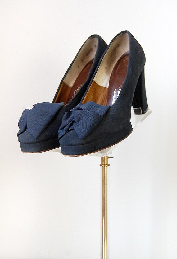 vintage 1940s shoes / vintage 40s heels / vintage 1940s platform pumps