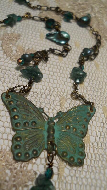 Papillon Émeraude emerald butterfly teal verdigris seafoam green pearl Swarovski crystal bohemian necklace