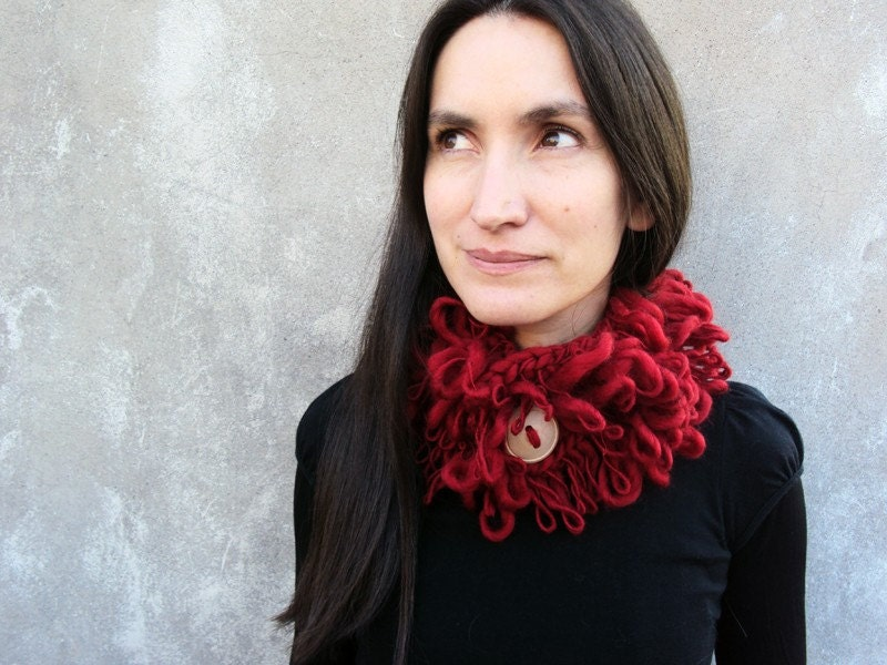 Lihuen Red loops Cowl