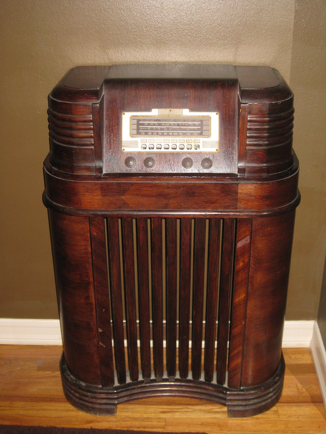 Old fashioned music machine 72
