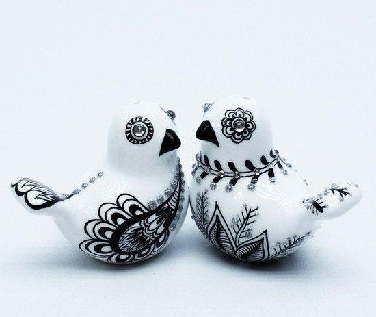 ART DECORATION CERAMIC COUPLE LOVE BIRDS WEDDING CAKE TOPPER OR SALT PEPPER SHAKER