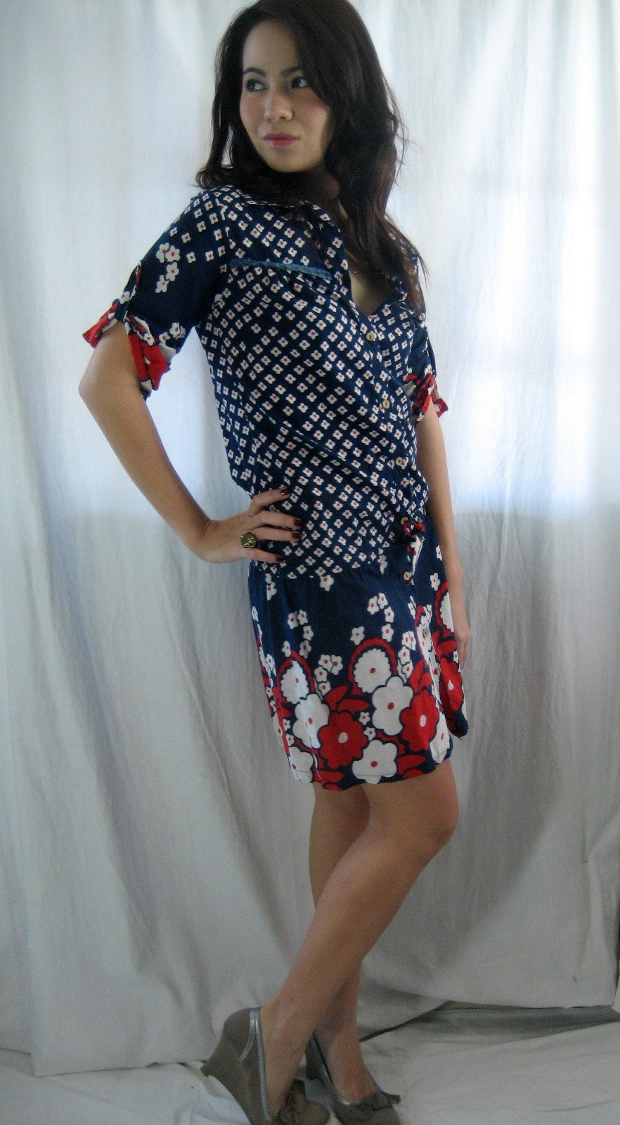 SALE--OH SO RETRO 70s BOLD FLORAL DRAWSTRING DRESS