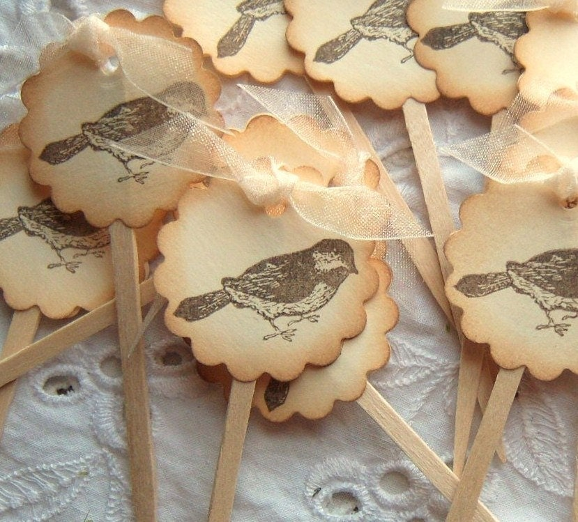 Toppers Bird Vintage Inspired, Picks, Scalloped Circle Design Shabby