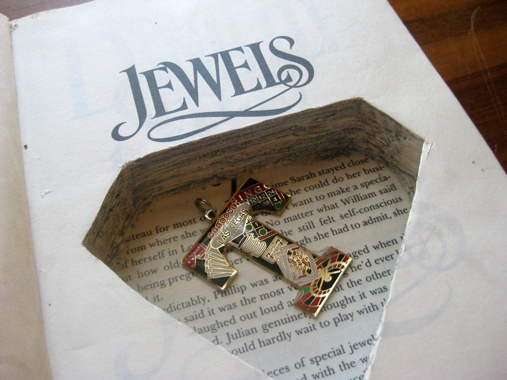 DANIELLE STEEL JEWELS hollow book safe