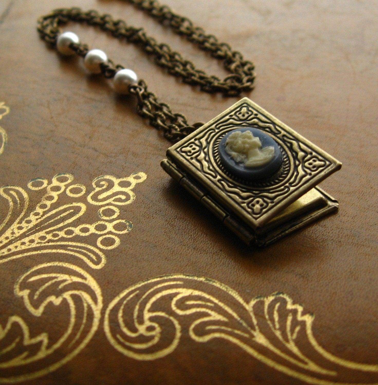 The Jane Austen Locket - pearls, vintage cameo