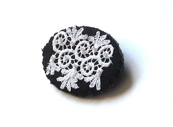 FREE SHIPPING Black Friday thru Jan. 1, coupon code HITTYHATTY1  Wool brooch/ white on black oval - HittyHatty