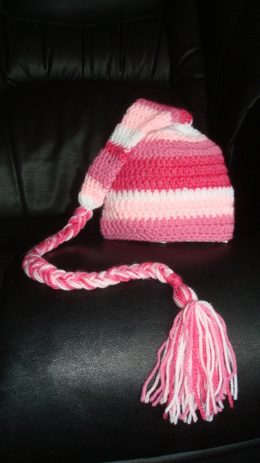 Cute sriped Elf hat. 0-12 month.Great for a newborn photo prop or for a gift. Item 032 Berry sorbet