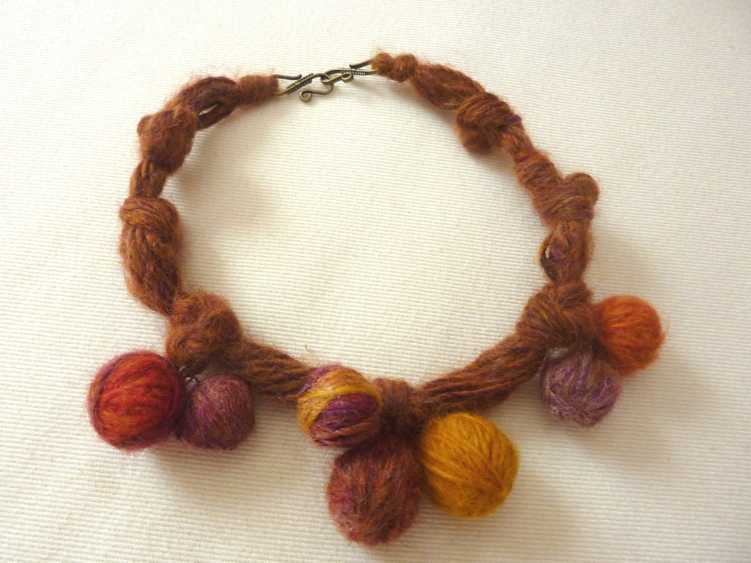 Handmade WOOL Necklace. Colores de Mi Tierra.