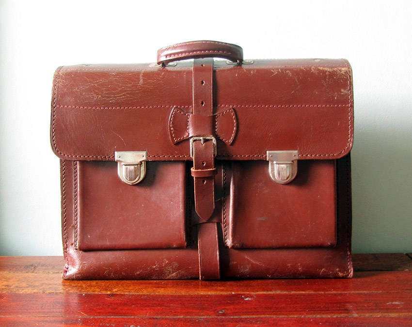 Vintage school satchel brown genuine leather briefcase top handle bag laptop bag. 70s retro style gift for her or him. Fathers day gift