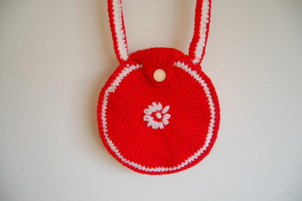 Vintage bright red crocheted purse - whitelightproject