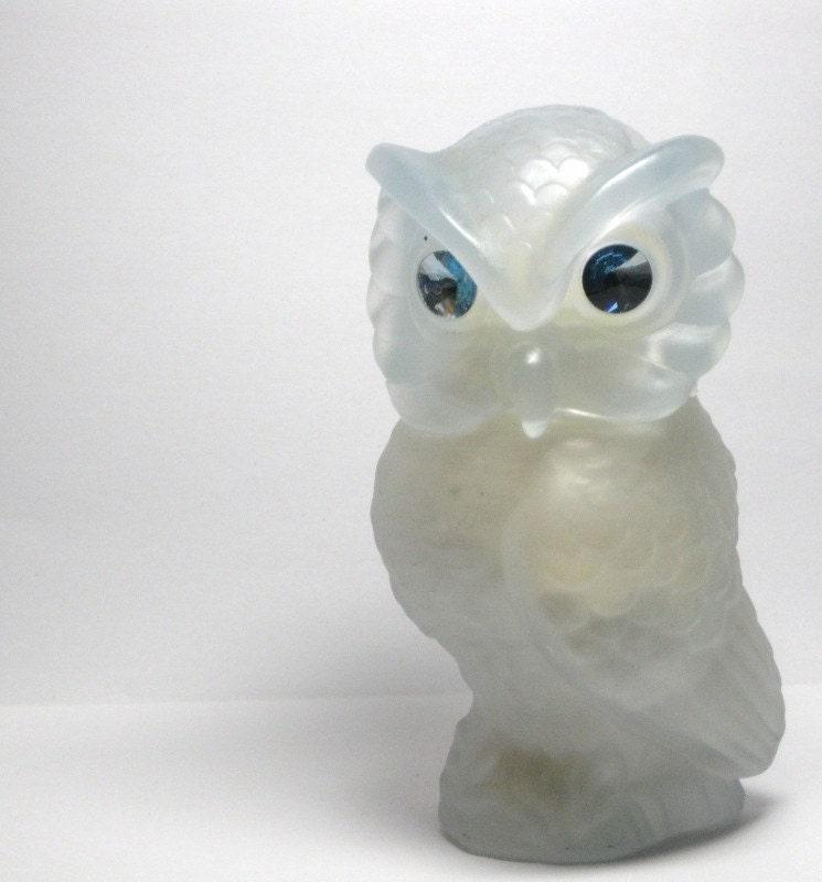 Snow Owl Glass Powder Sachet by Avon