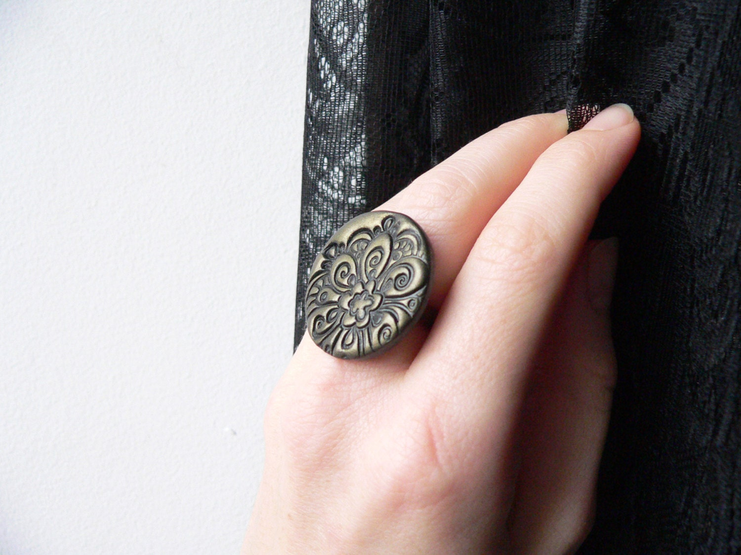Black ring, statement ring, adjustable ring, polymer clay, oversized ring, textured ring - islaclay