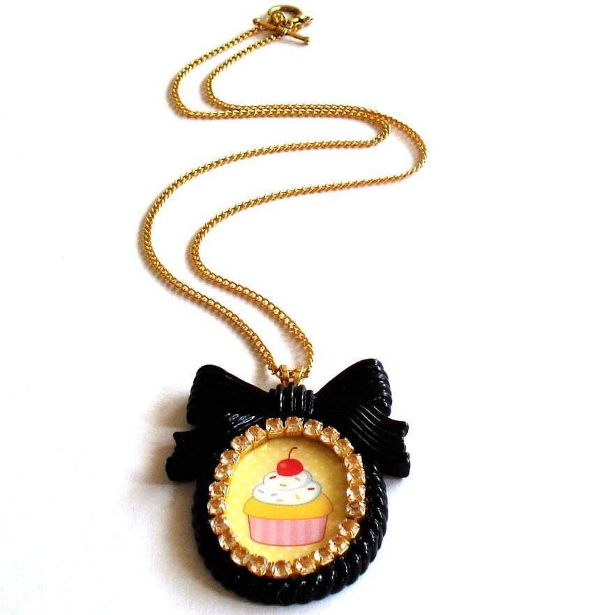 Kawaii Cupcake Cameo Necklace