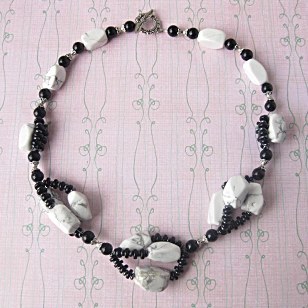 Black White Twist - Howlite Necklace