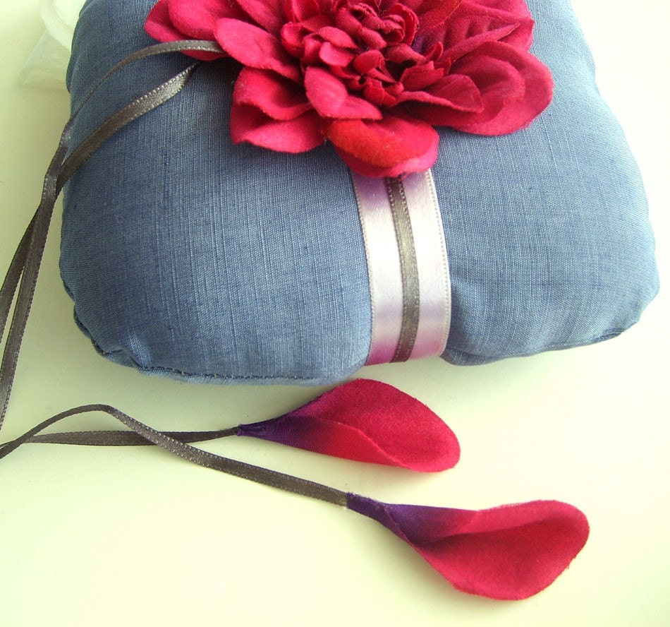 Ube wedding ring / pillow decorated with amaranth flower