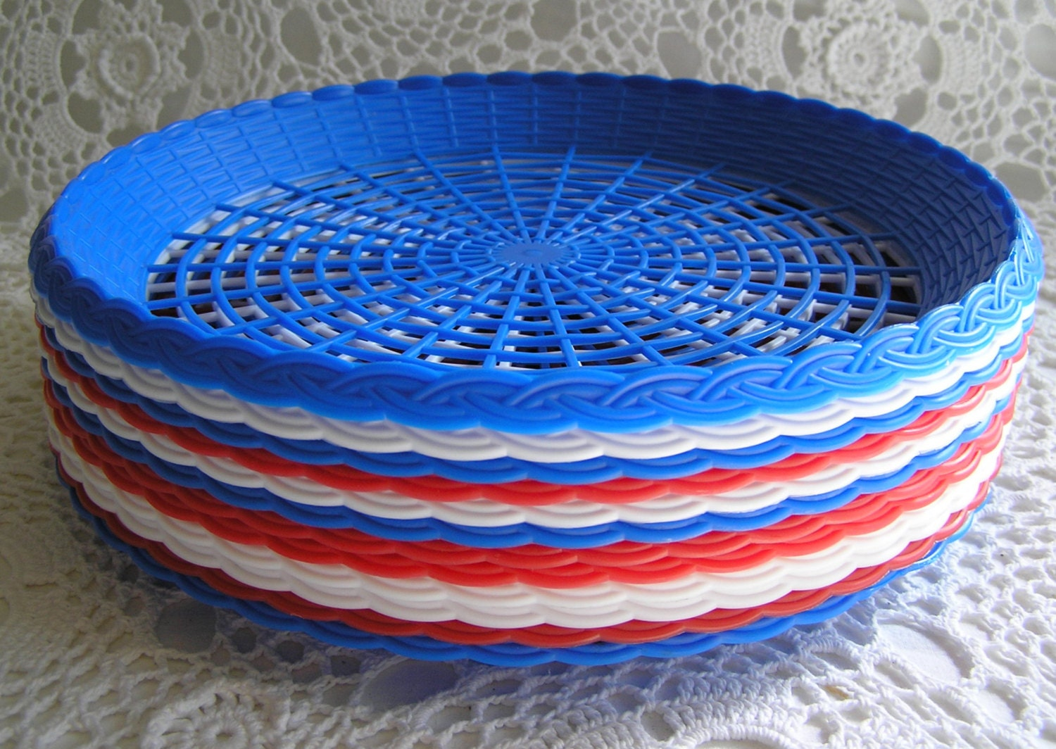 Set of 12 plastic 1970s paper plate holders by sugarshopvintage