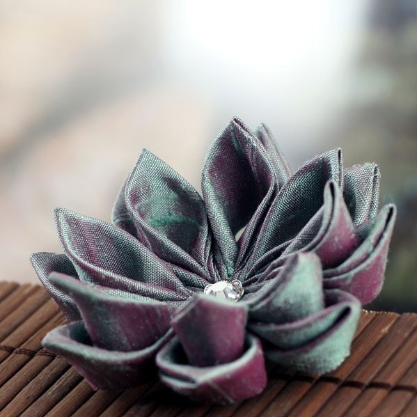 Jade Berry - Tsumami Style Silk Flower Brooch