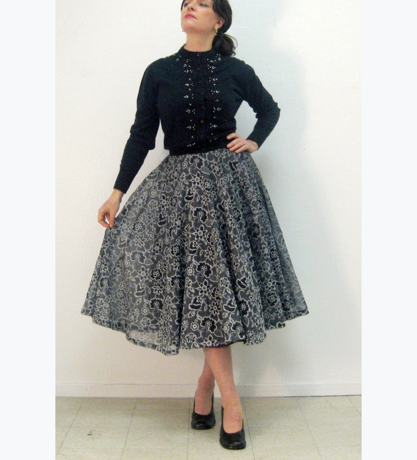 1950s circle skirt GORGEOUS navy and white FLORAL textured VOILE