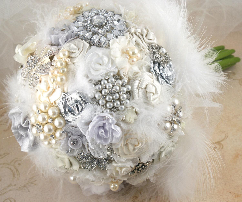 Брошь Букет невесты Свадебные букет Jeweled Букет в белых, серебряных и крем с перьями, цветами ручной работы и броши