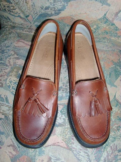 white tassel loafers. Tassel loafer by Bass sz 8