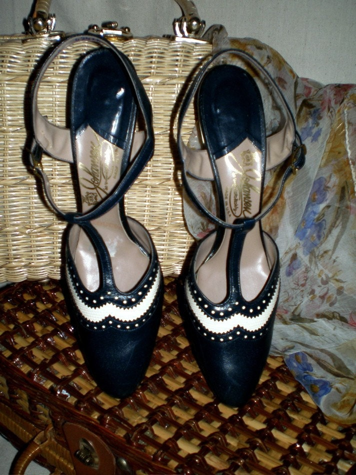 40's Vintage Navy and White Wing Tip T-Straps 7N