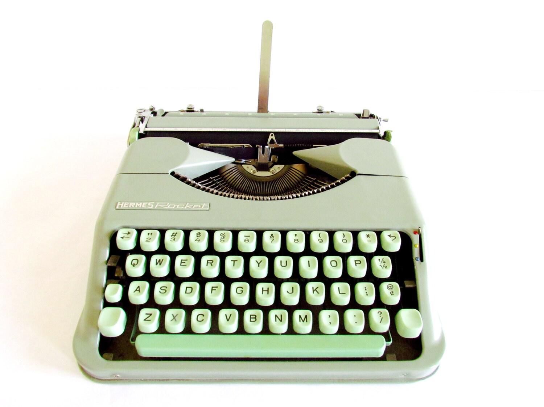 FREE SHIPPING - Vintage 1950's Hermes Rocket Mint Typewriter