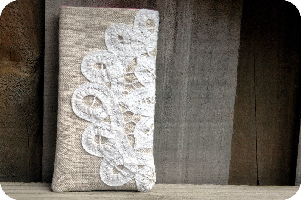 iPod/iPhone Pouch with vintage lace doily