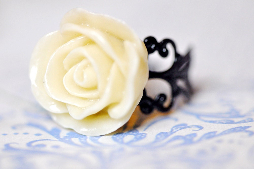 NEW Cream Rose Ring FREE shipping.